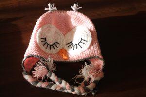 Caciula bufnita roz